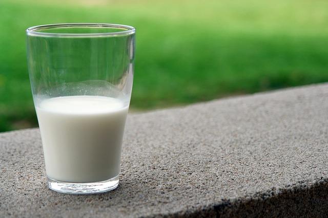 Intolleranza-al-lattosio:-cause,-sintomi-e-cibi-da-evitare